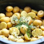 [VIDEO] Slow Cooker Garlic Parmesan Potatoes